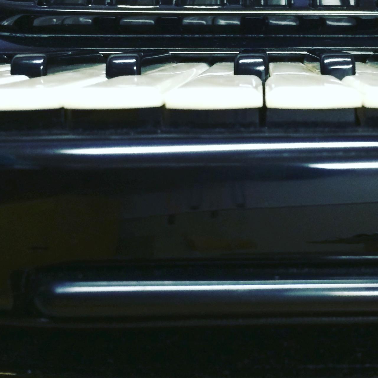 Nízký zdvih kláves a rejstřík master na zápěstí